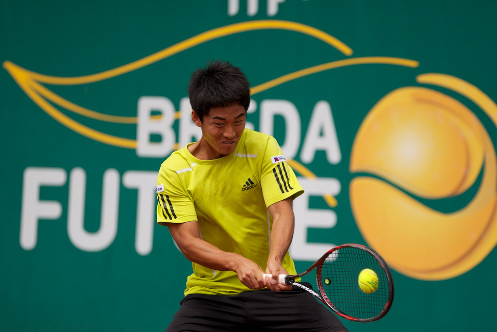 Kim Cheong-Eui Is An Ambidextrous Tennis Player
