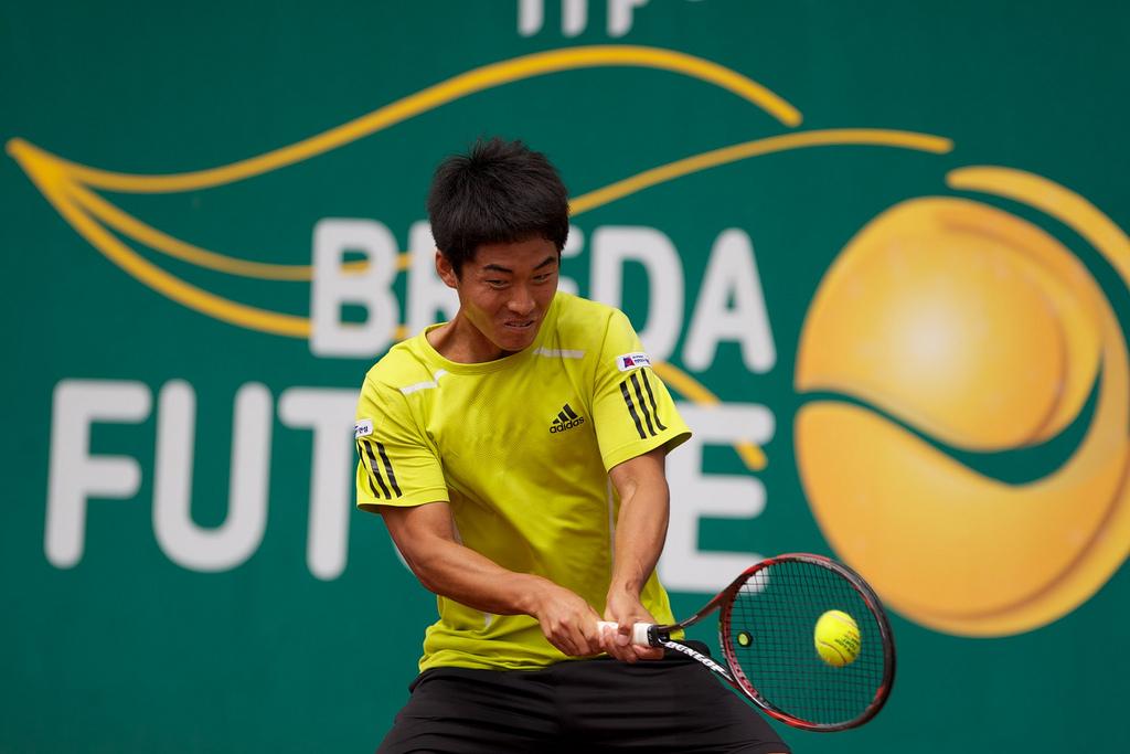 Kim Cheong-Eui Is An Ambidextrous Tennis Player