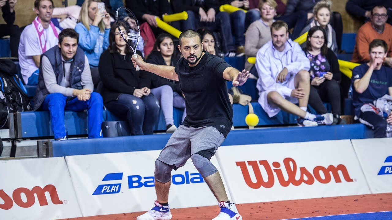 Sean Paul playing touchtennis