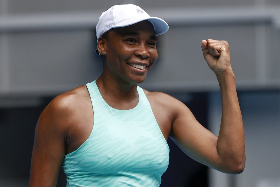 venus williams with her fist up